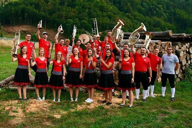 Die Gruppe Blasmusikfieber macht junge Musik zum Feiern