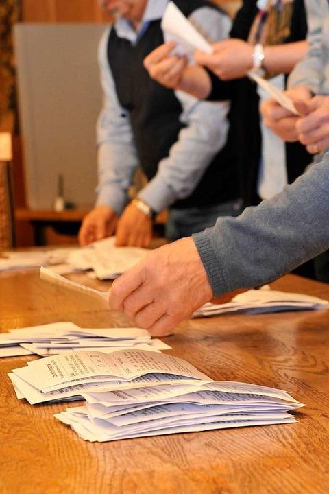 Auszählung im Wahlbezirk Rathaus  | Foto: Hans-Peter Müller