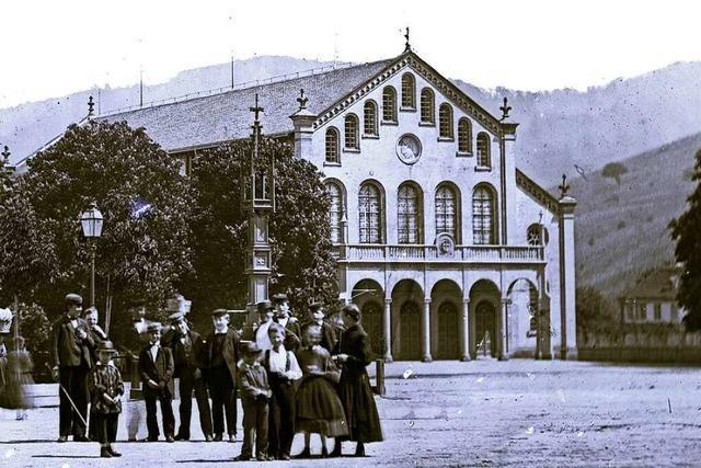 Diese riesige Festhalle stand einst dort, wo heute der Freiburger Stadtgarten ist