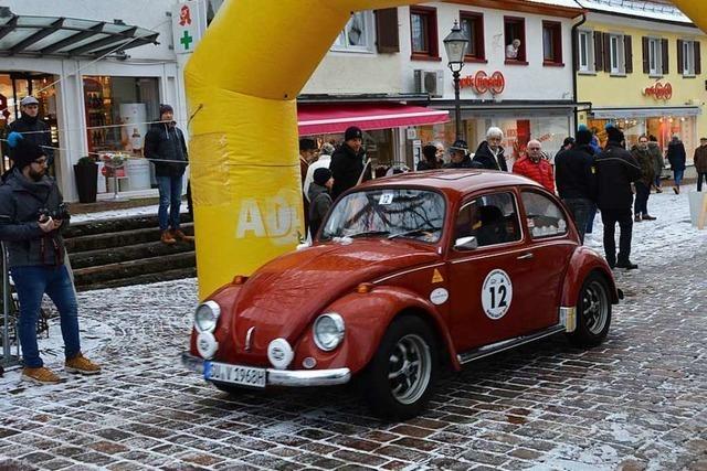 44 Oldtimer bei der Schauinsland-Klassik-Winterrallye in Kirchzarten