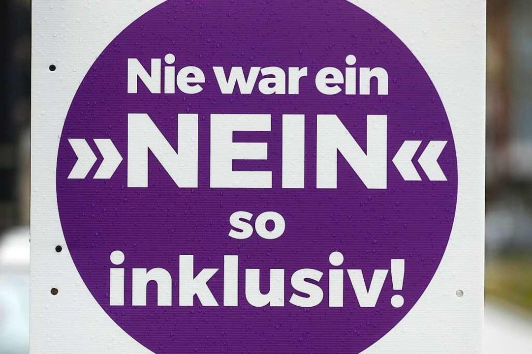 Seit einigen Wochen hängen die Plakate... und -Gegner in Freiburg (Symbolbild).  | Foto: Thomas Kunz