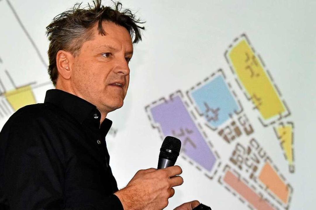 Wolfgang Borgards erklärte den von ihm mitgeplanten Entwurf für Dietenbach.  | Foto: Michael Bamberger