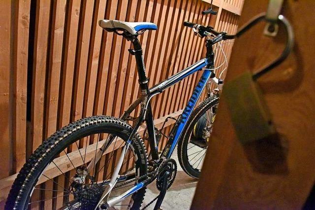 Schulhausmeister aus Kirchzarten erkennt Fahrraddieb wieder