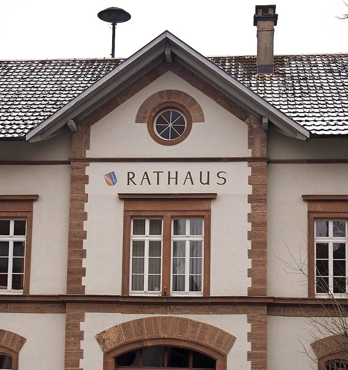 Hägelbergs altes Rathaus ist der Ort, ...ge Entscheidungen für das Dorf fällt.   | Foto: Gabriele Poppen