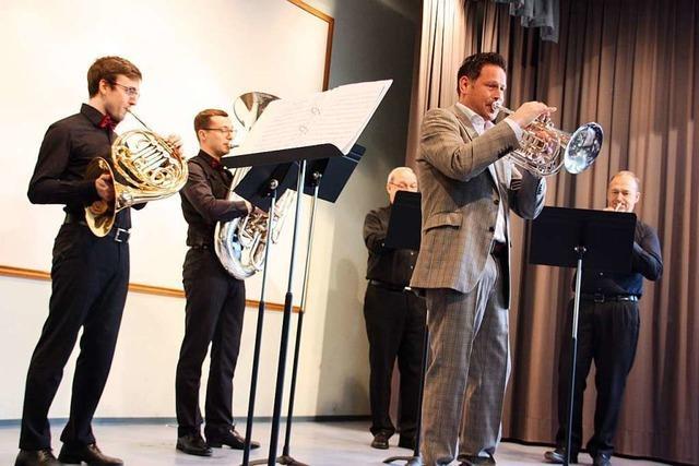 Carsten Ebbinghaus spielt mit den Ensembles der Oberbergener Winzerkapelle