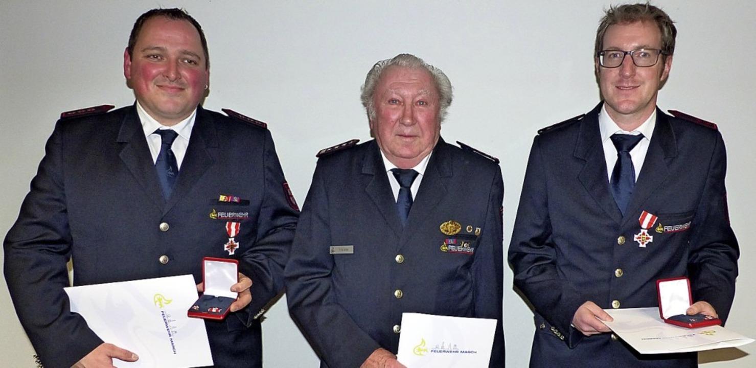 Für 25-jährigen aktiven Dienst geehrt ...50-jährige Mitgliedschaft Fritz Adler.  | Foto: Claudia Bachmann-Goronzy