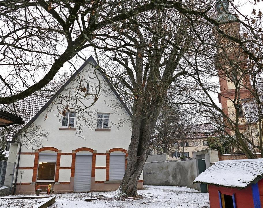 Der Ölbergkindergarten im Schatten des Kirchturms von Hl. Kreuz   | Foto: rab