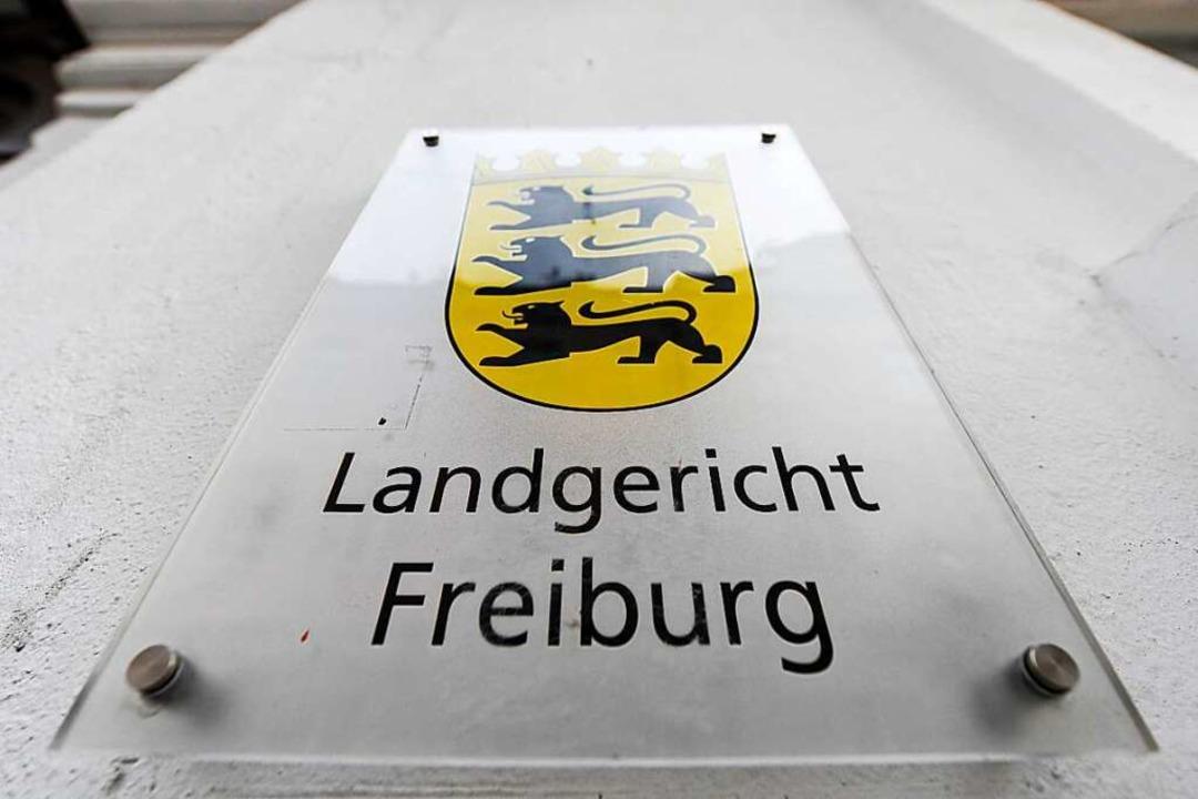 In Freiburg wird der Neuenburger Feldmordprozess verhandelt.  | Foto: dpa