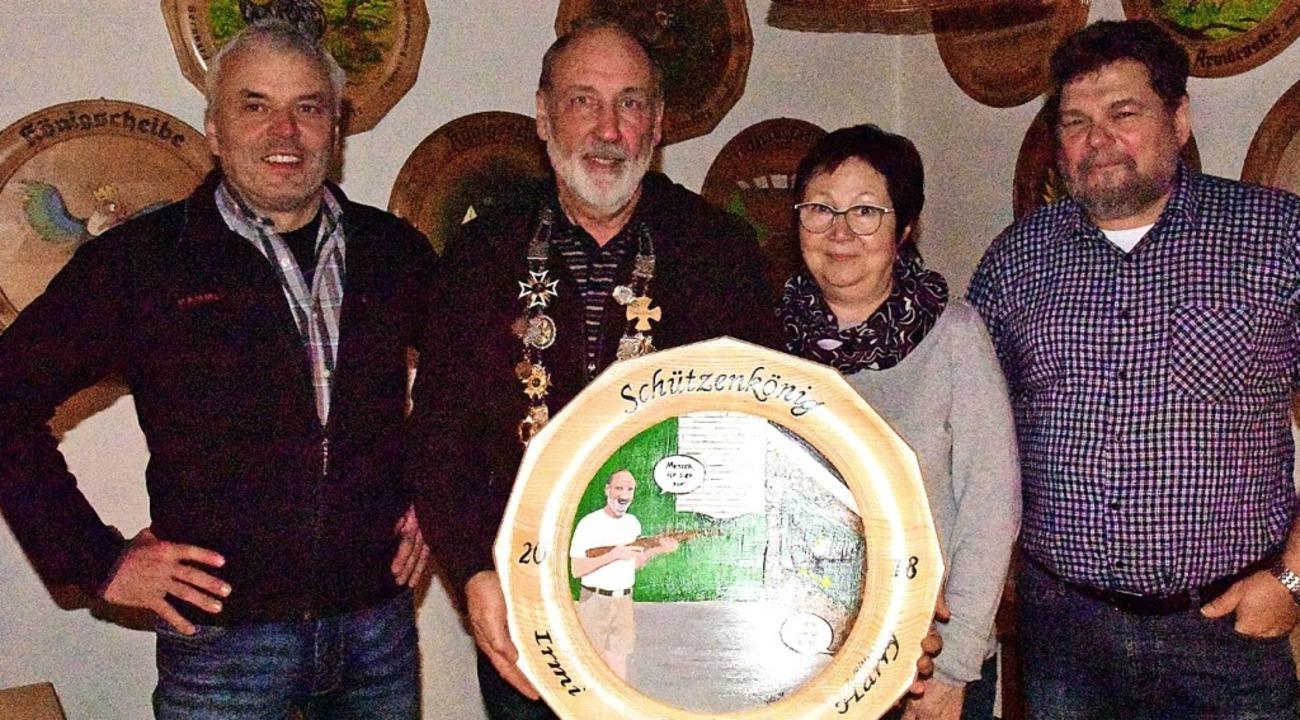 Schützenkönig  des Schützenvereins Win..., daneben 1. Knappe Dieter Sulzberger     Foto: Hans Meidhof