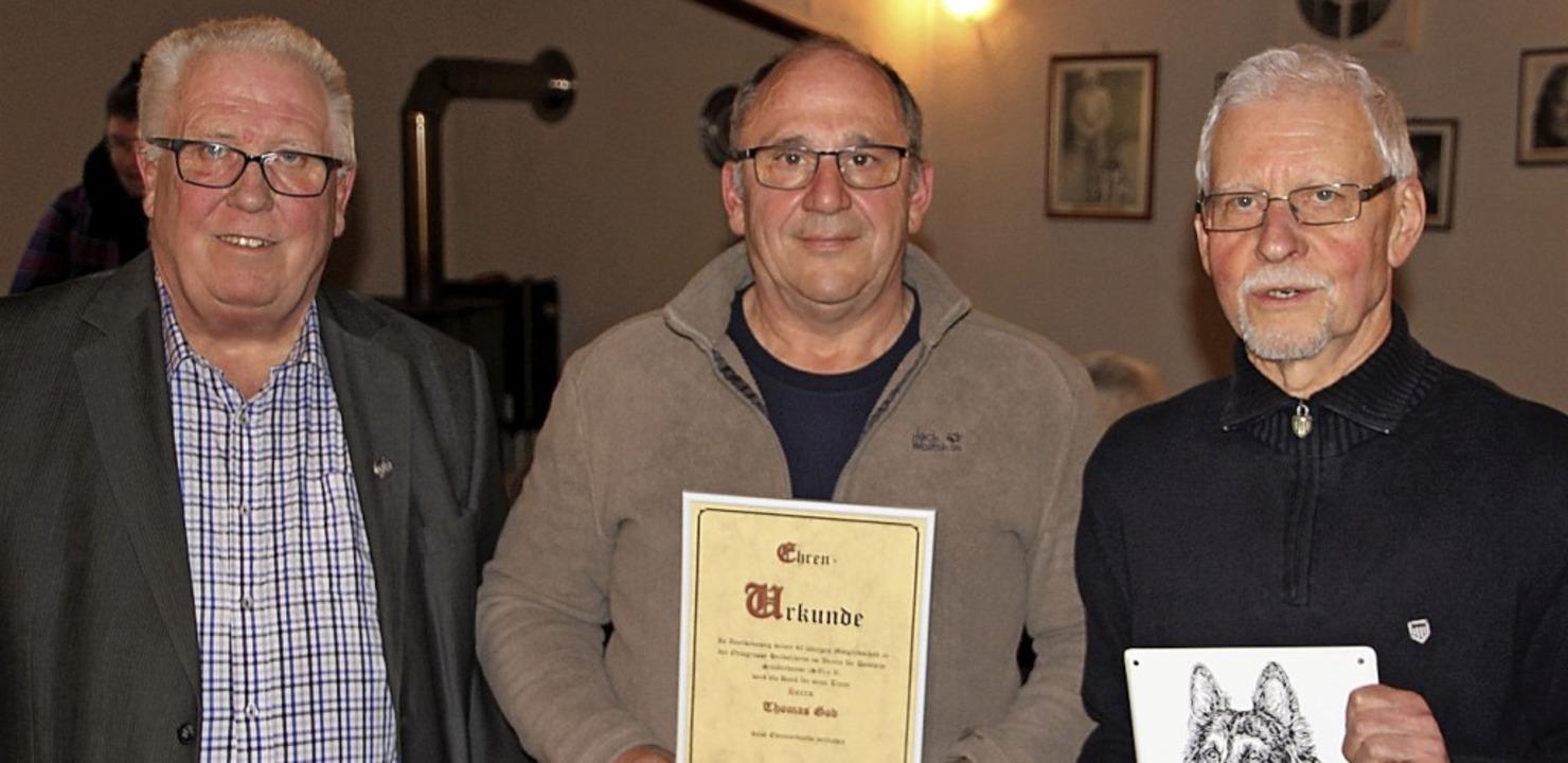 Der Vorsitzende Werner Dörr (von links...wurde auch zum Ehrenmitglied ernannt.     Foto: W. Schnabl