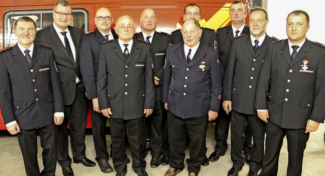 Geehrte und Gratulanten bei der Heckli...hts) und Paul Eschbach (4. von links)   | Foto: Werner Schnabl