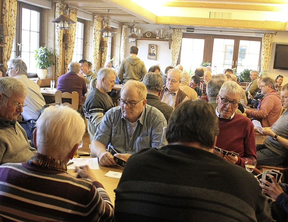 Cego-Freunde füllten den Gasthof &#822... der Spielkartenkenner hier erkennen.     Foto: Bernd Fackler