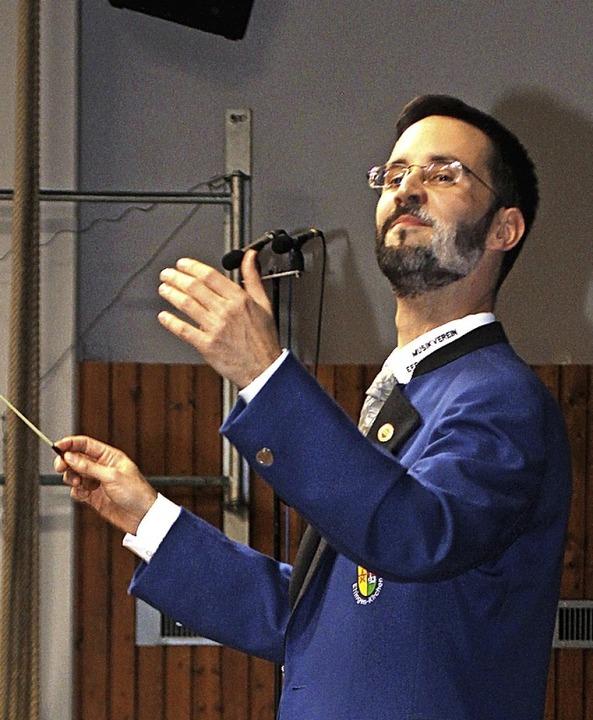 Dirigent Udo Schmitz     Foto: Cremer