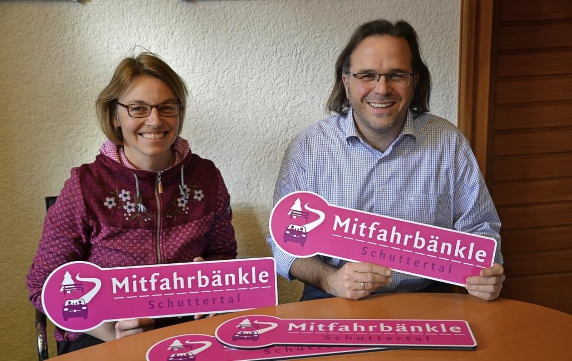 So schaut's aus, das Hinweisschi...en Gabbert freuen sich auf den Start.   | Foto: Beate Zehnle-Lehmann