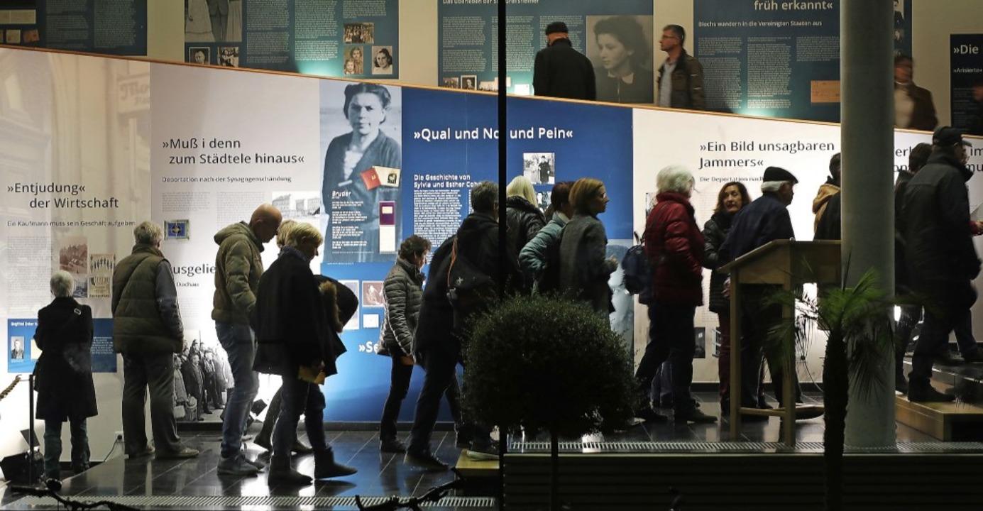 Großer Andrang herrschte am 9. Novembe...em Holocaust in die Schweiz flüchten.     Foto: Christoph Breithaupt / privat