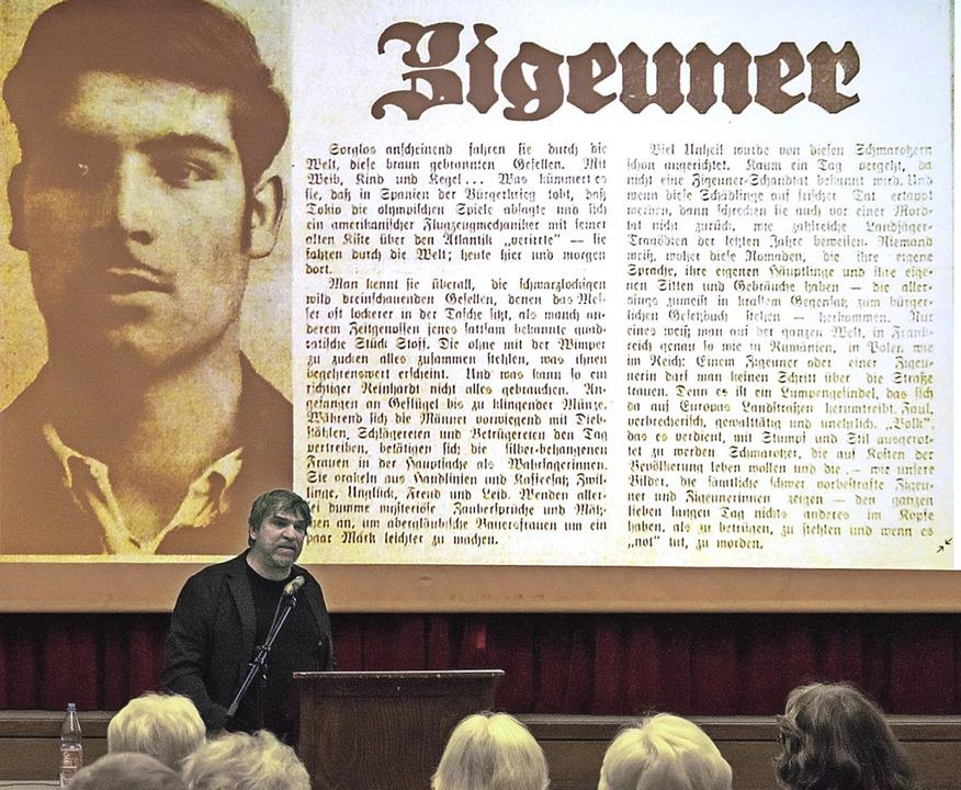 Manuel Werner hielt einen Vortrag über...et ein Zeitungsbeitrag aus jener Zeit.    Foto: Helmut Rothermel