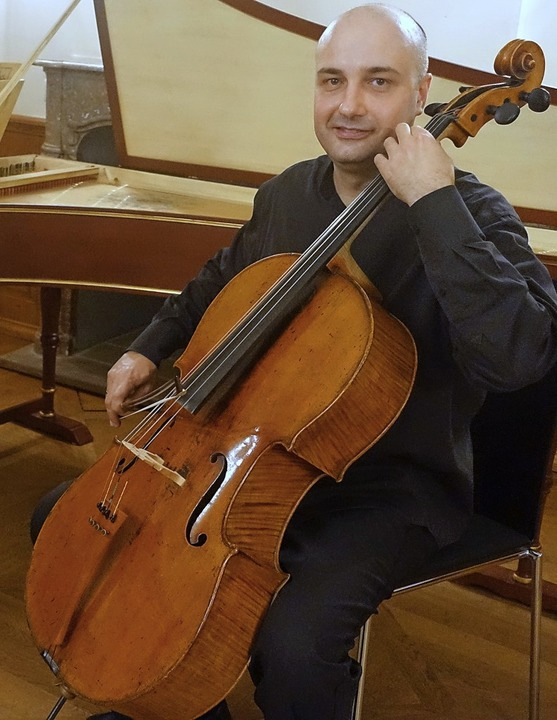 Celloprofessor Denis Severin, künstler...itt zusammen mit seinen Studenten auf.  | Foto: Roswitha Frey