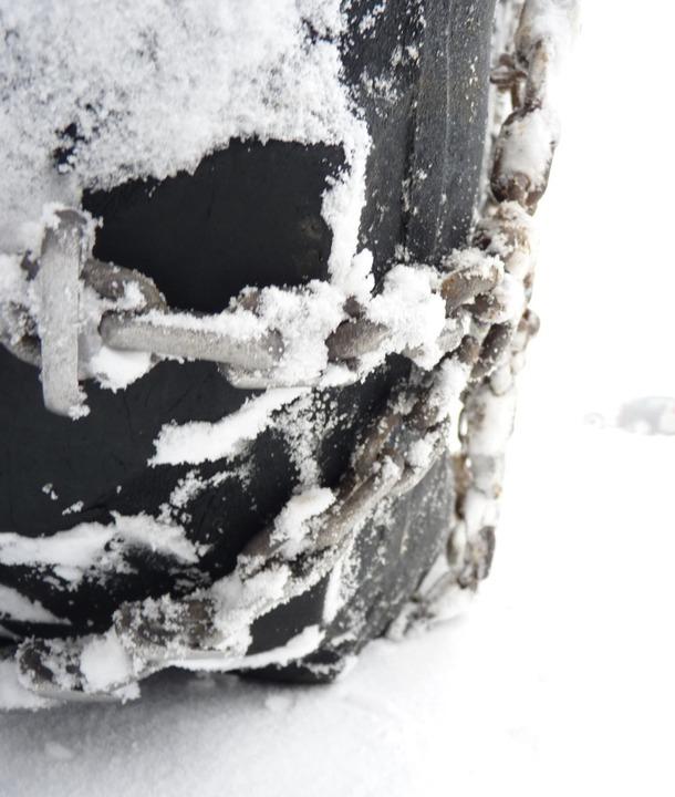 In der Nacht auf Dienstag galt  für Pk...Schneekettenpflicht in diesem Winter.     Foto: wehrle/dsa
