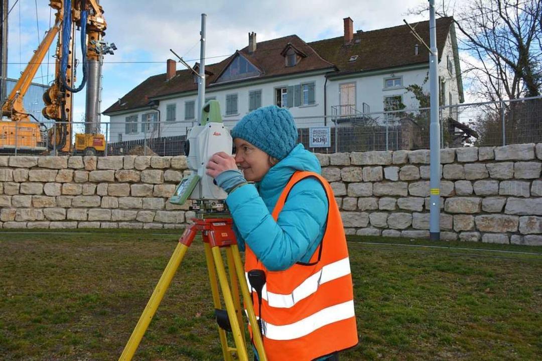 Zwischen Tramschleife und Altem Zollhaus wird derzeit das Gelände vermessen.    Foto: Hannes Lauber