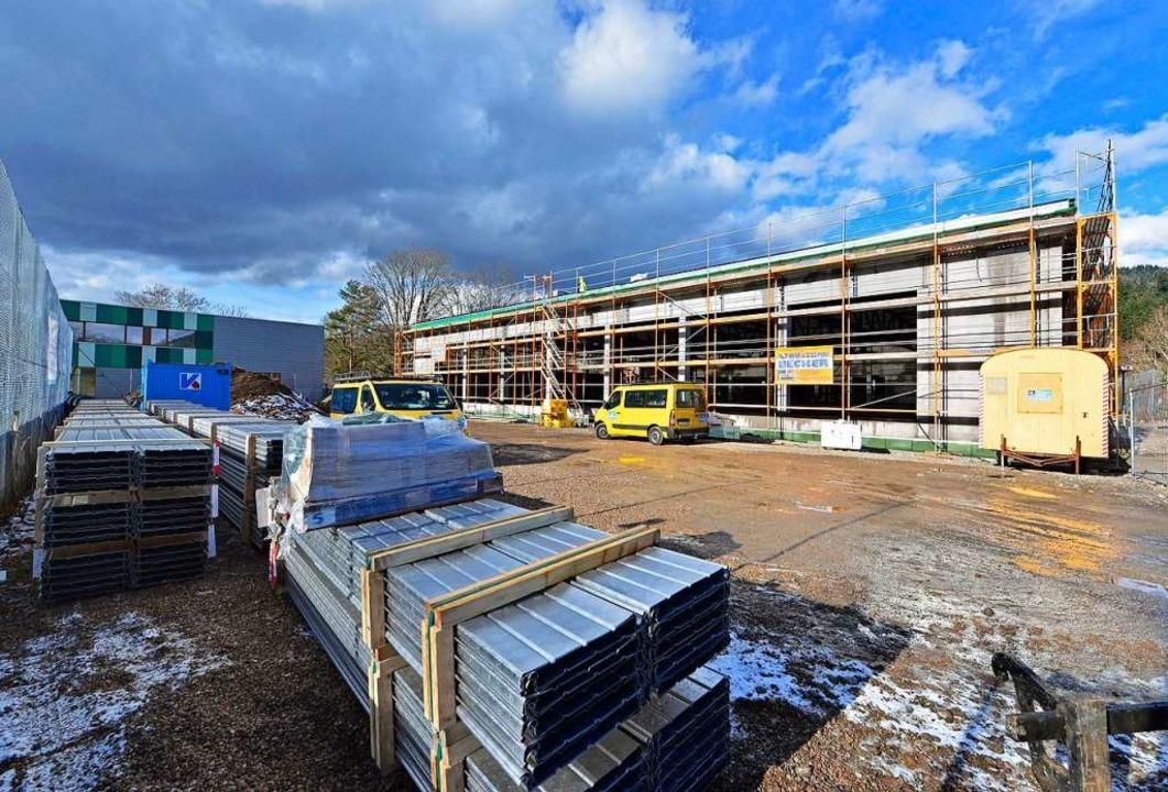 Die neue Halle auf dem FT-Gelände soll noch im Jubiläumsjahr fertig werden.     Foto: Michael Bamberger