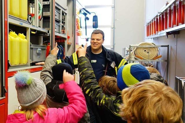 Wittnauer Schulkinder lernen bei der Feuerwehr, was für den Brandschutz wichtig ist