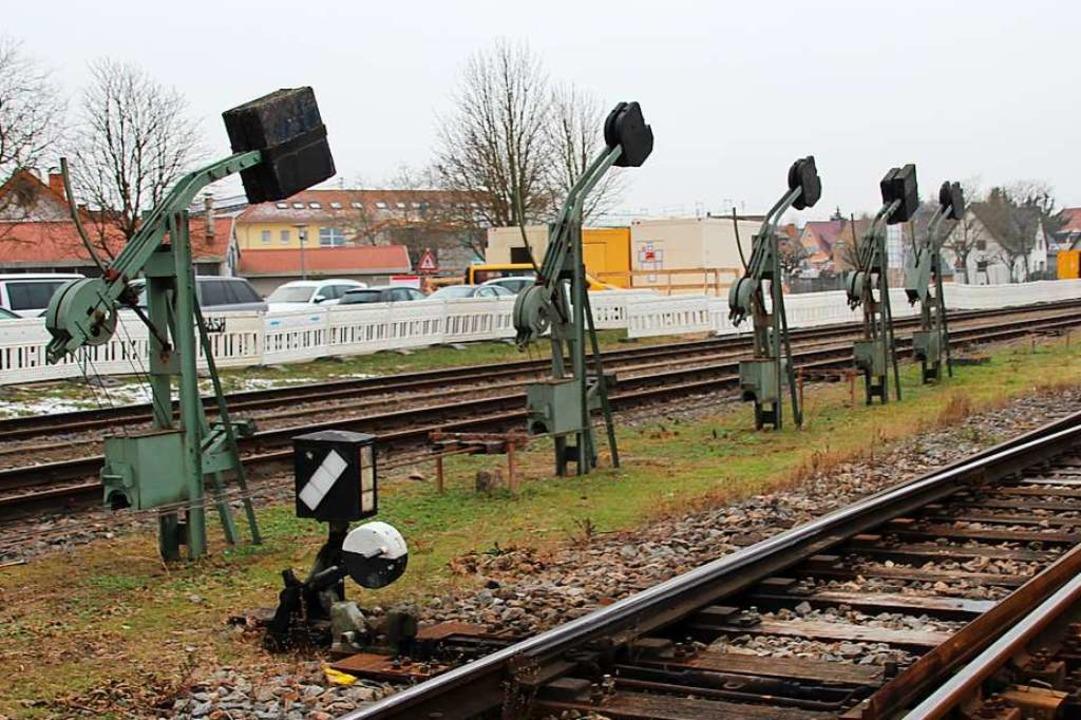 Das Gottenheimer Stellwerk schließt zu...danach beginnt der Umbau des Bahnhofs.  | Foto: Mario Schöneberg