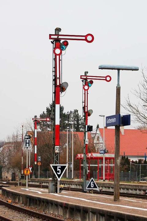 An den Gleisen sind die mechanischen S...ienen die Gewichte an den Spannböcken.  | Foto: Mario Schöneberg