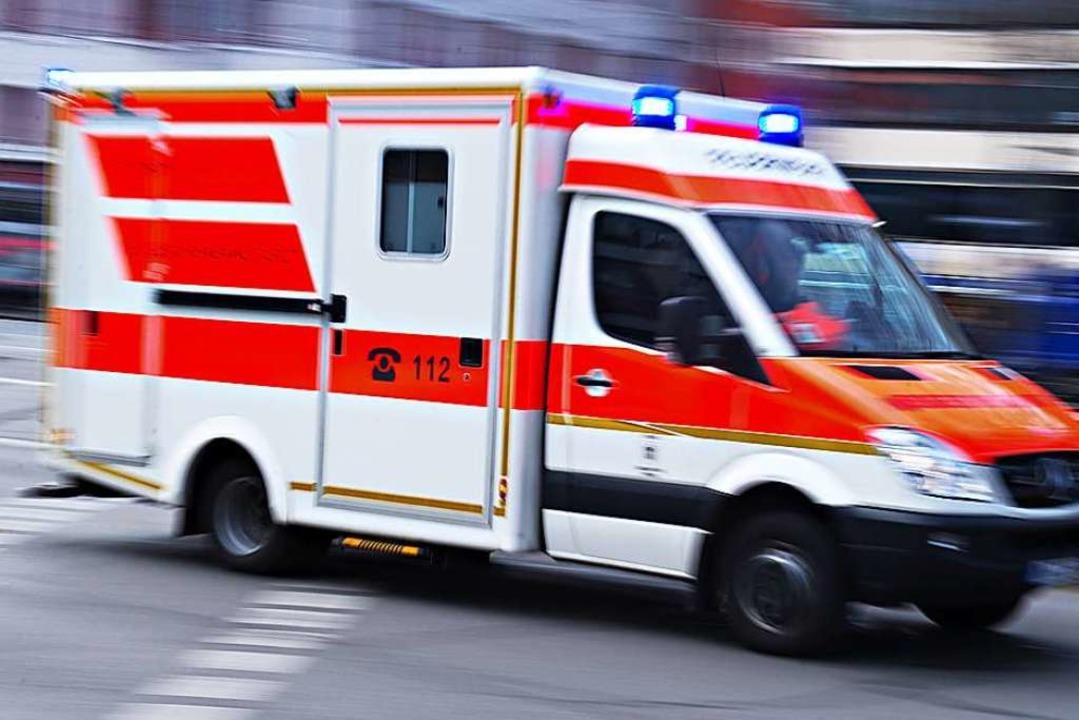 Weil er einem Rettungswagen ausgewiche...en Kleinwagen beschädigt (Symbolbild).  | Foto: dpa