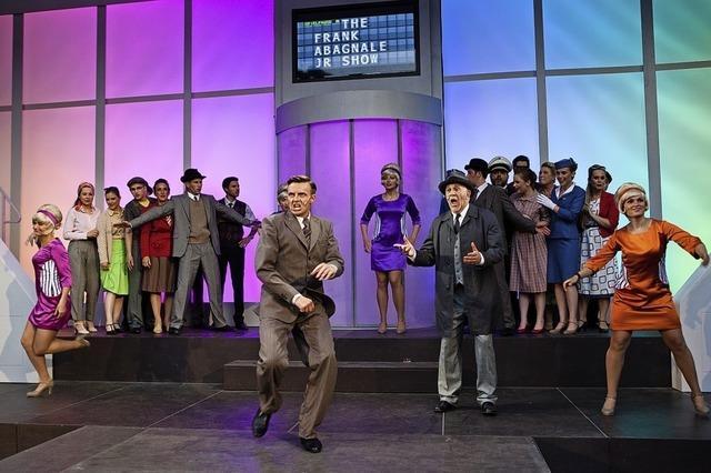Altonaer Theater spielt