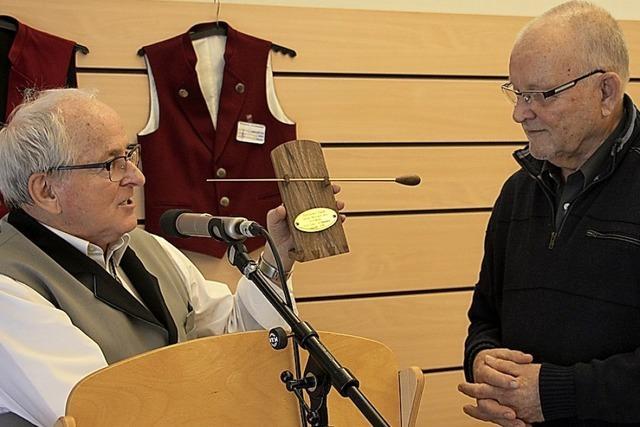 Das Seniorenorchester hat jetzt einen Ehrendirigenten