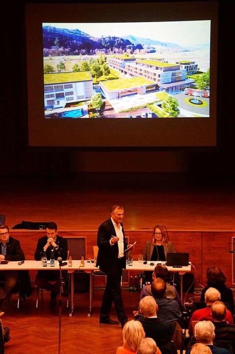 Investor Joachim Niehaus bei seiner Präsentation.  | Foto: Gerhard Lück
