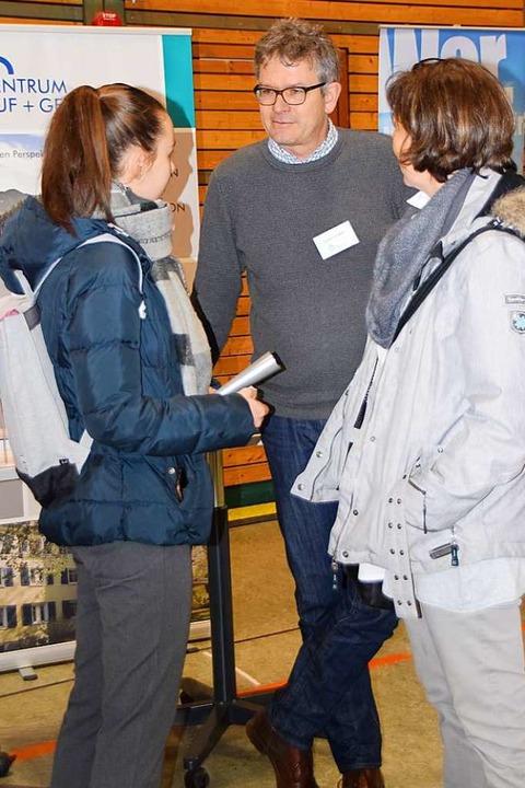 Volkert Arfsten vom Zentrum Beruf und Gesundheit im Gespräch    Foto: Sarah Nöltner