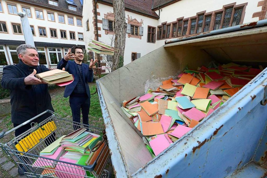 Abschied vom Papier: Oberbürgermeister...t- und Personalamtsleiter Adrian Hurst  | Foto: Ingo Schneider
