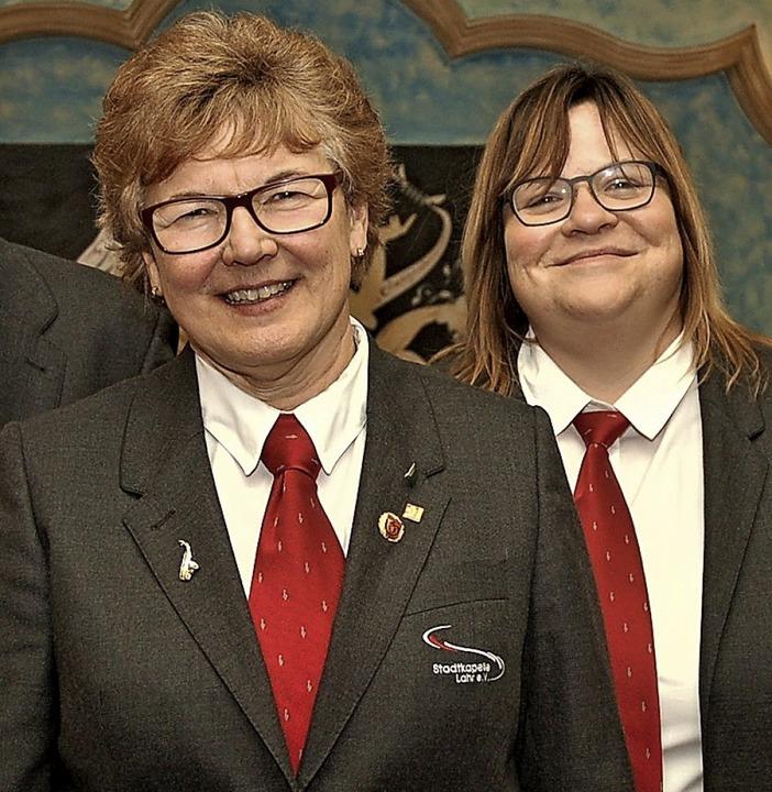 Die Geehrten: Margot Volk (vorne) und Bettina Köhler  | Foto: W. Beck