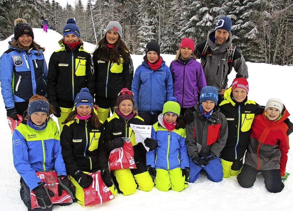 Die Mädchen des Kreisgymnasiums Hochsc...t sich auch die gemischte Mannschaft.   | Foto: KGH