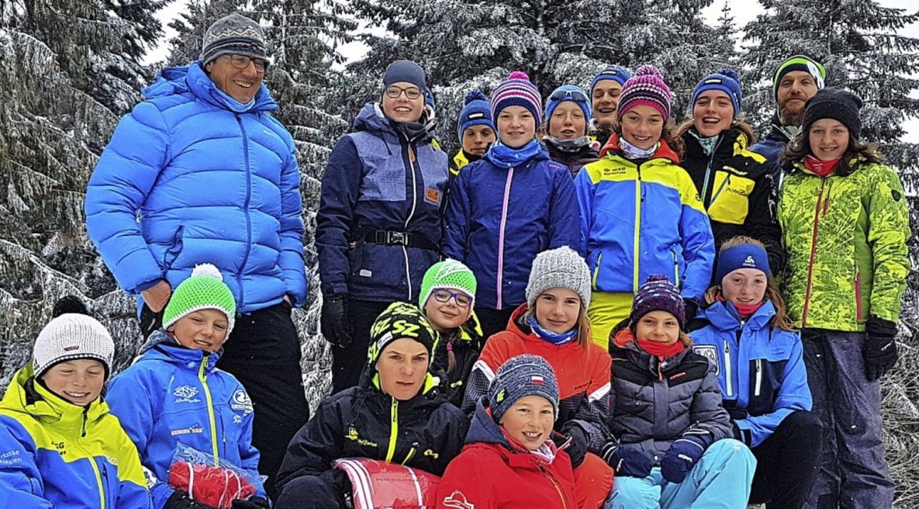 Das große Realschul-Team aus Titisee-N...s den Landessieg der Jungen bejubeln.   | Foto: rstn