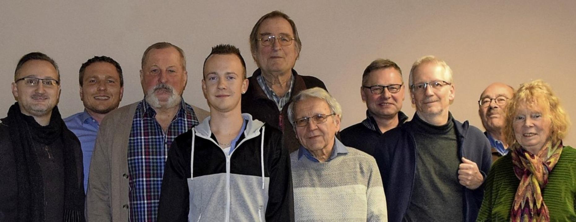 Das neue Vorstandsteam (von links, zum...nrat), Margot Queitsch (Ältestenrat).   | Foto: privat