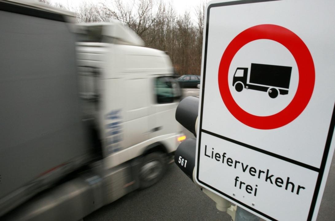 Große Lastwagen dürfen künftig nicht mehr durchs Glottertal fahren (Symbolbild).  | Foto: Tobias Hase