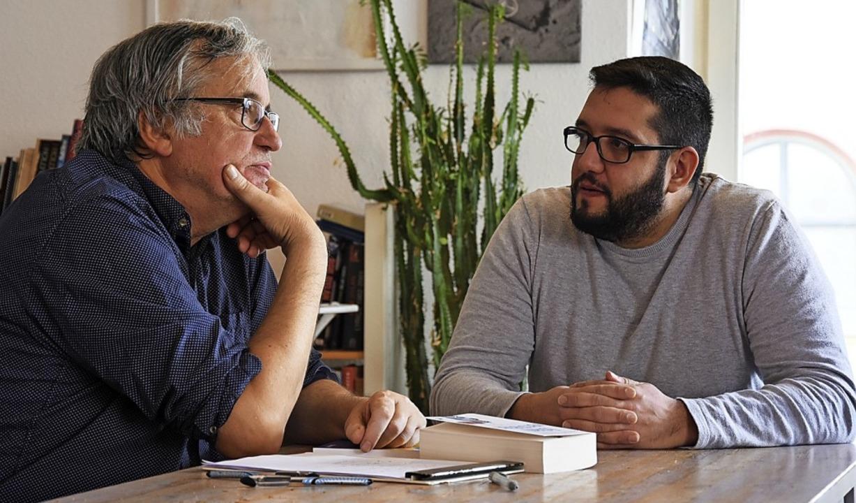 Der Referent Reza Begas (rechts) mit Jürgen Dettling.   | Foto: Verein