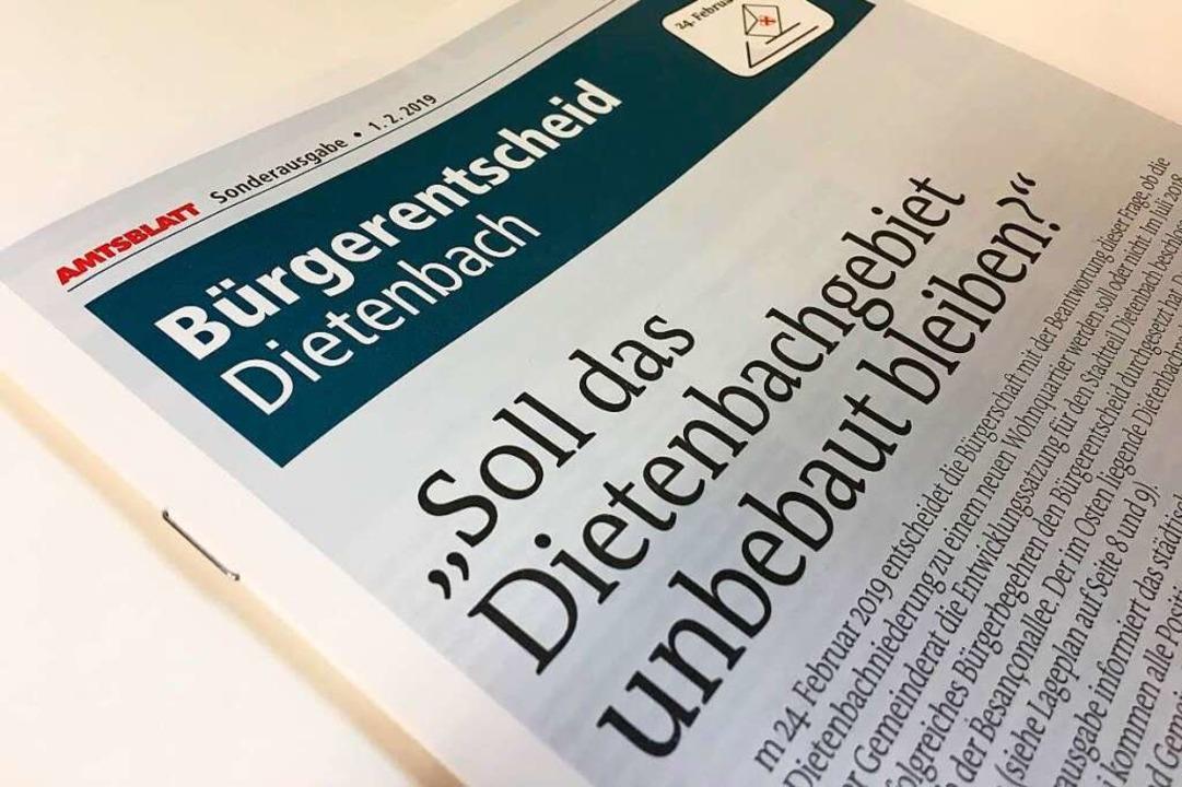 Die Amtsblatt-Sonderausgabe zu Dietenb...ird am 1. und 2. Februar ausgeliefert.  | Foto: Carolin Buchheim