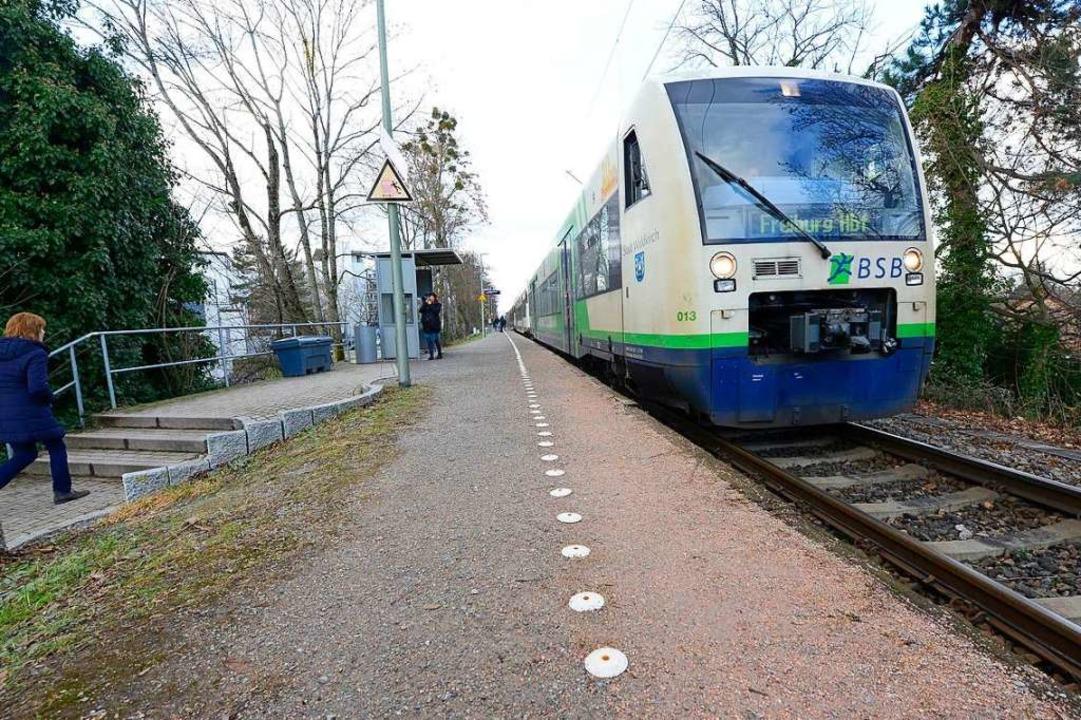 Zehn Monate Pause: Zwischen Breisach u...statt der Breisgau-S-Bahn jetzt Busse.  | Foto: Ingo Schneider
