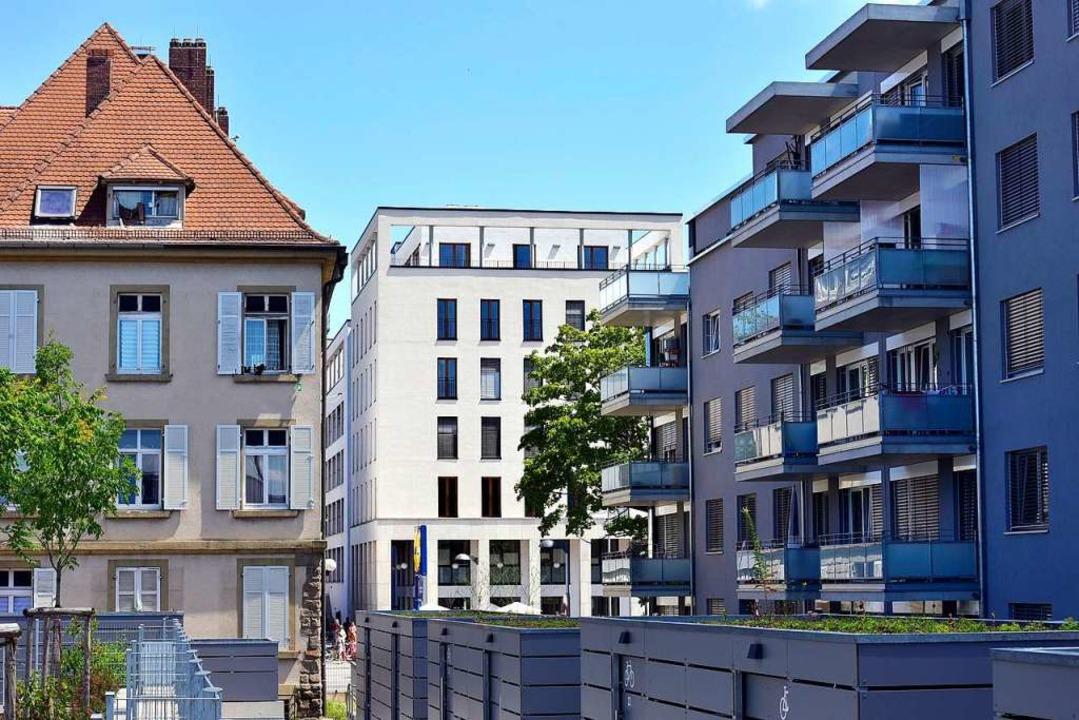 Altbau  und Neubau  am Sternenhof im Freiburger Stadtteil Mooswald  | Foto: Thomas Kunz