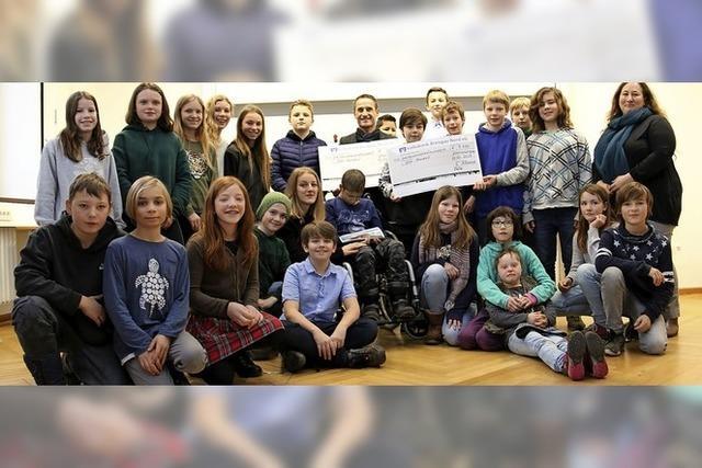 Schüler sammeln 3500 Euro