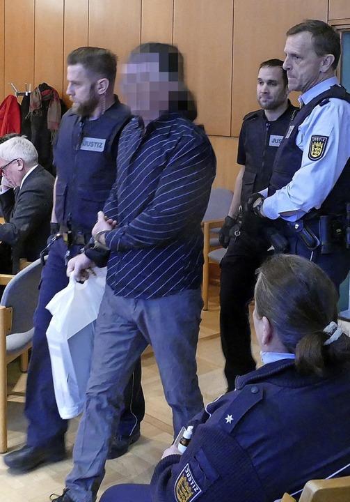 <ppp> </ppp>und ihr mitangeklagter 54-...nn werden in den Gerichtssaal geführt.