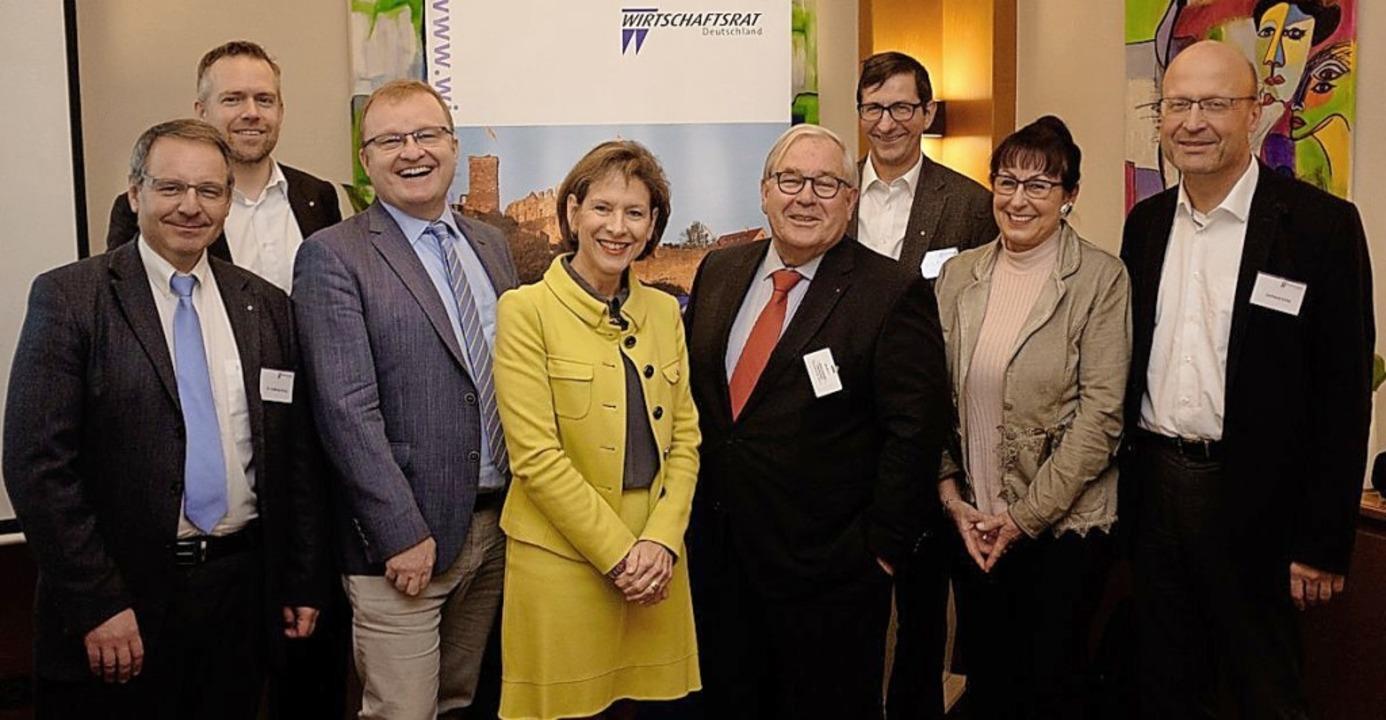 Der neue Vorstand  mit Landrätin Mario...eidi Malnati und Gerhard Eiche (v.l.)   | Foto: Taschinski