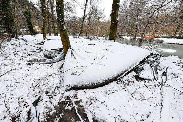 Waldseeschlamm wird in großen Plastiksäcken gelagert