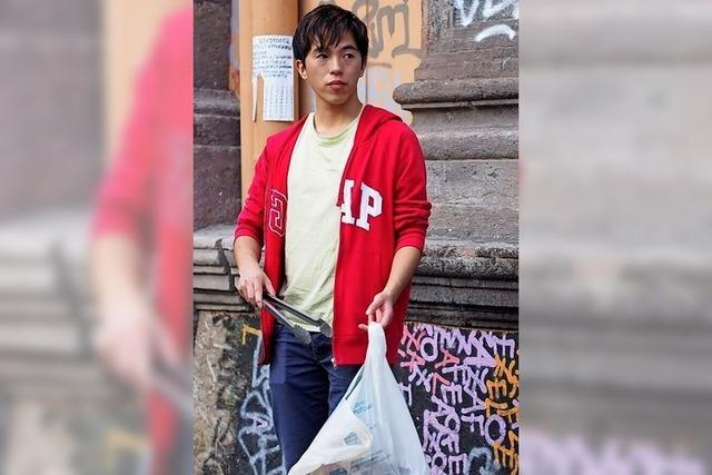 Ein Japaner packt in Neapel an