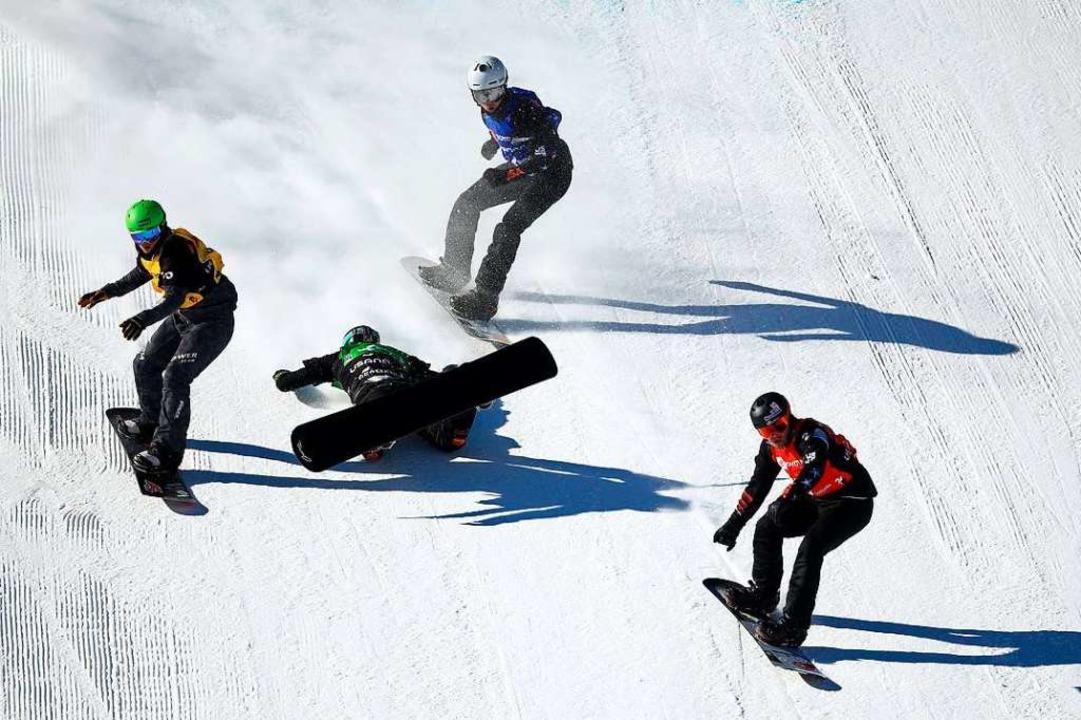 Berg geht zu Boden, bleibt aber unverletzt.  | Foto: AFP