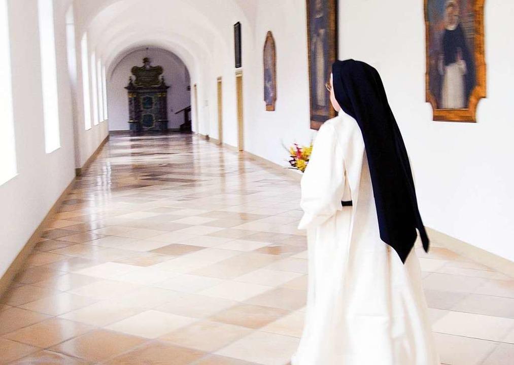 Ort exklusiver und auch gefährlich-unt...iritualität: das Kloster. (Symbolbild)  | Foto:  DPA