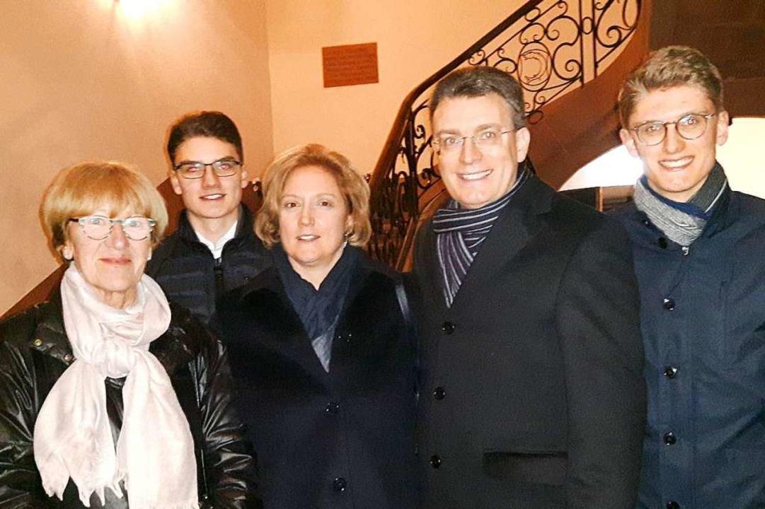 Thorsten Erny (Zweiter von rechts) fre...e über seine Wiederwahl in Gengenbach.